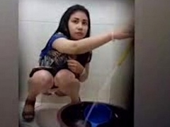 Beaufitul Chick Peeing On Toilet