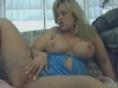 Oldschool MILF playing - camdystop.com