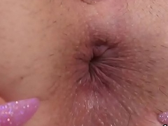 Drawing sweetie is gaping juicy fuckbox in closeup and getting off